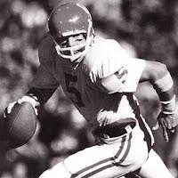 Oklahoma QB Steve Davis died in an Indiana plane crash on Sunday.