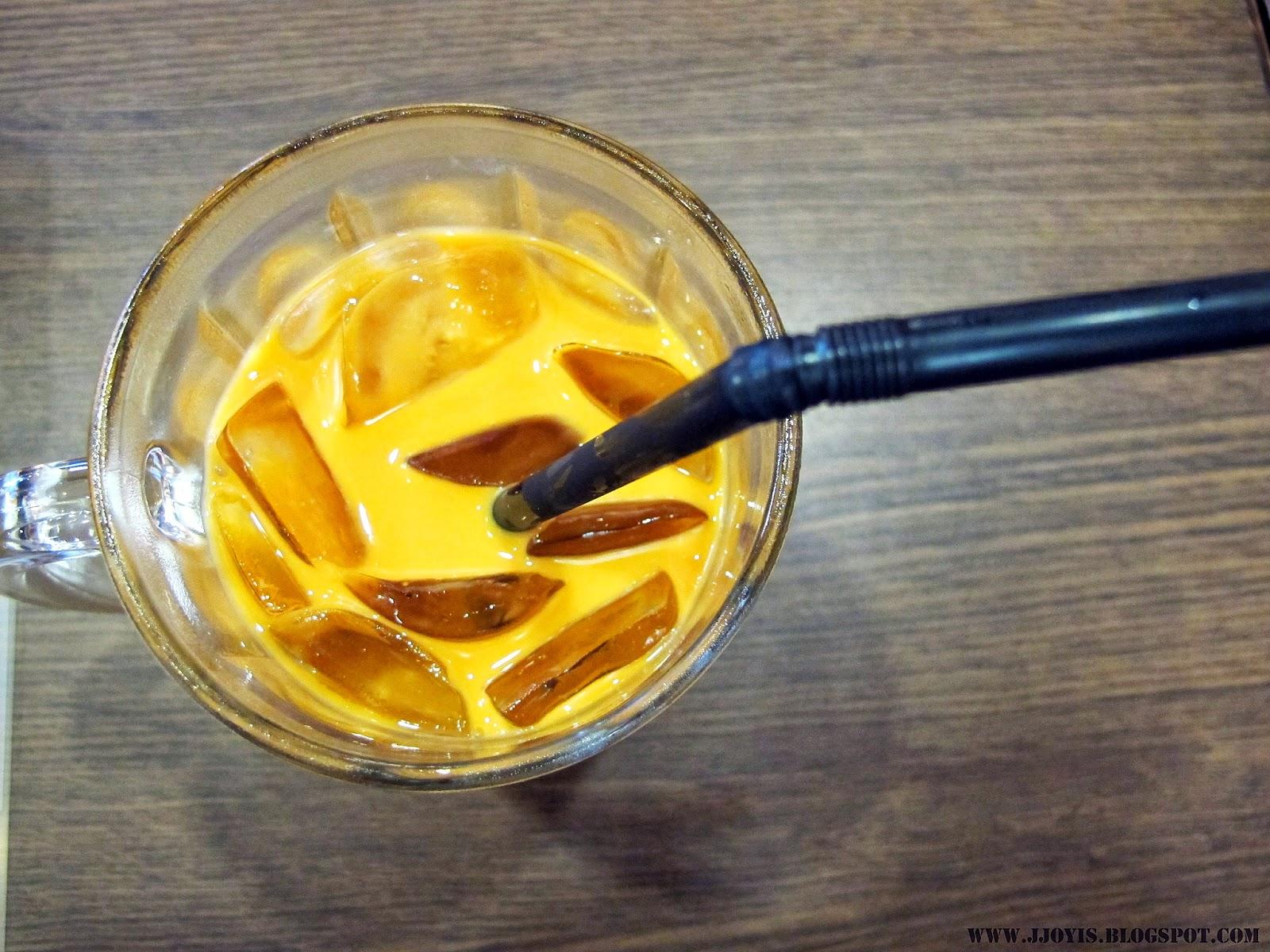 thai boat noodle thai milk tea