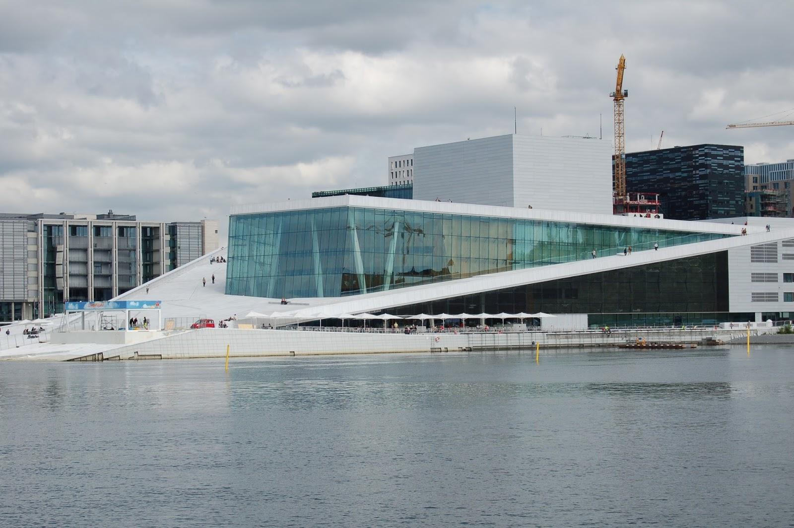 Architektoniczne cudo : budynek OPERY NARODOWEJ i BALETU w OSLO