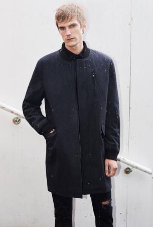 abrigo masculino negro de Zara