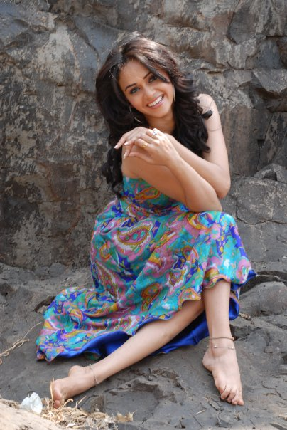 images of amruta khanvilkar4
