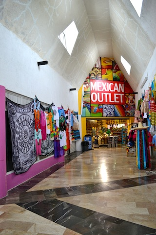 OUTLET MEXICANO - ÁREA DE ACESSO À TULUM