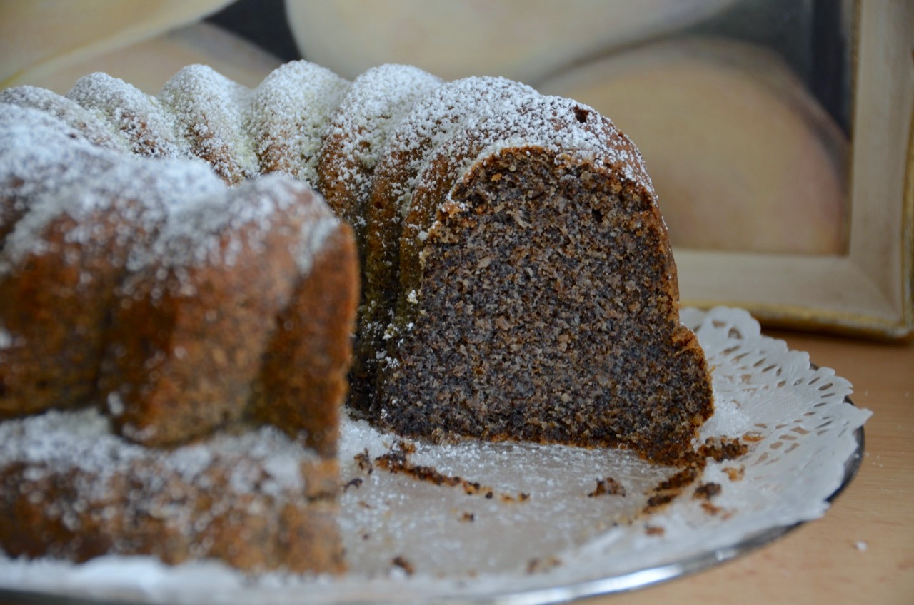 Poppy Seed Bundt Cake With Chocolate