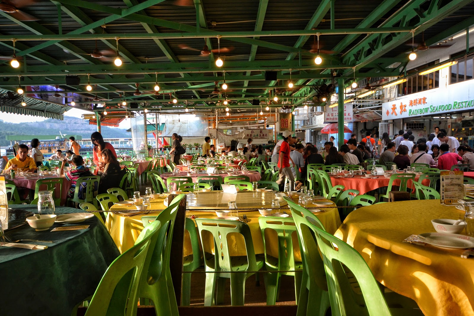 Rainbow seafood restaurant lamma island hong kong hungry for The fish restaurant