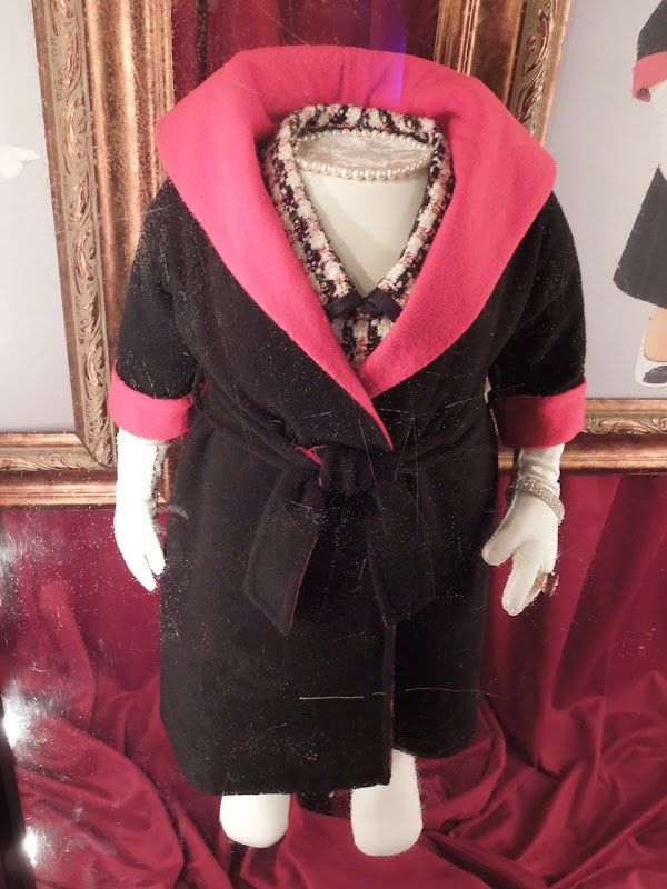 Miss Piggy Paris stroll film costume Muppets