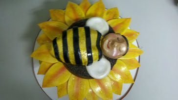 buzzy bumbles reveal cake.