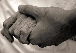 Atravesar el dolor de la asistencia a los moribundos