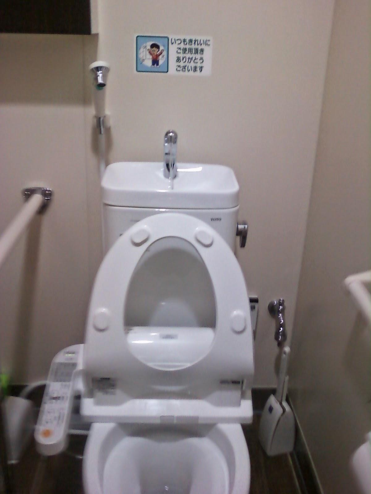 la vie au japon les toilettes japonaises. Black Bedroom Furniture Sets. Home Design Ideas