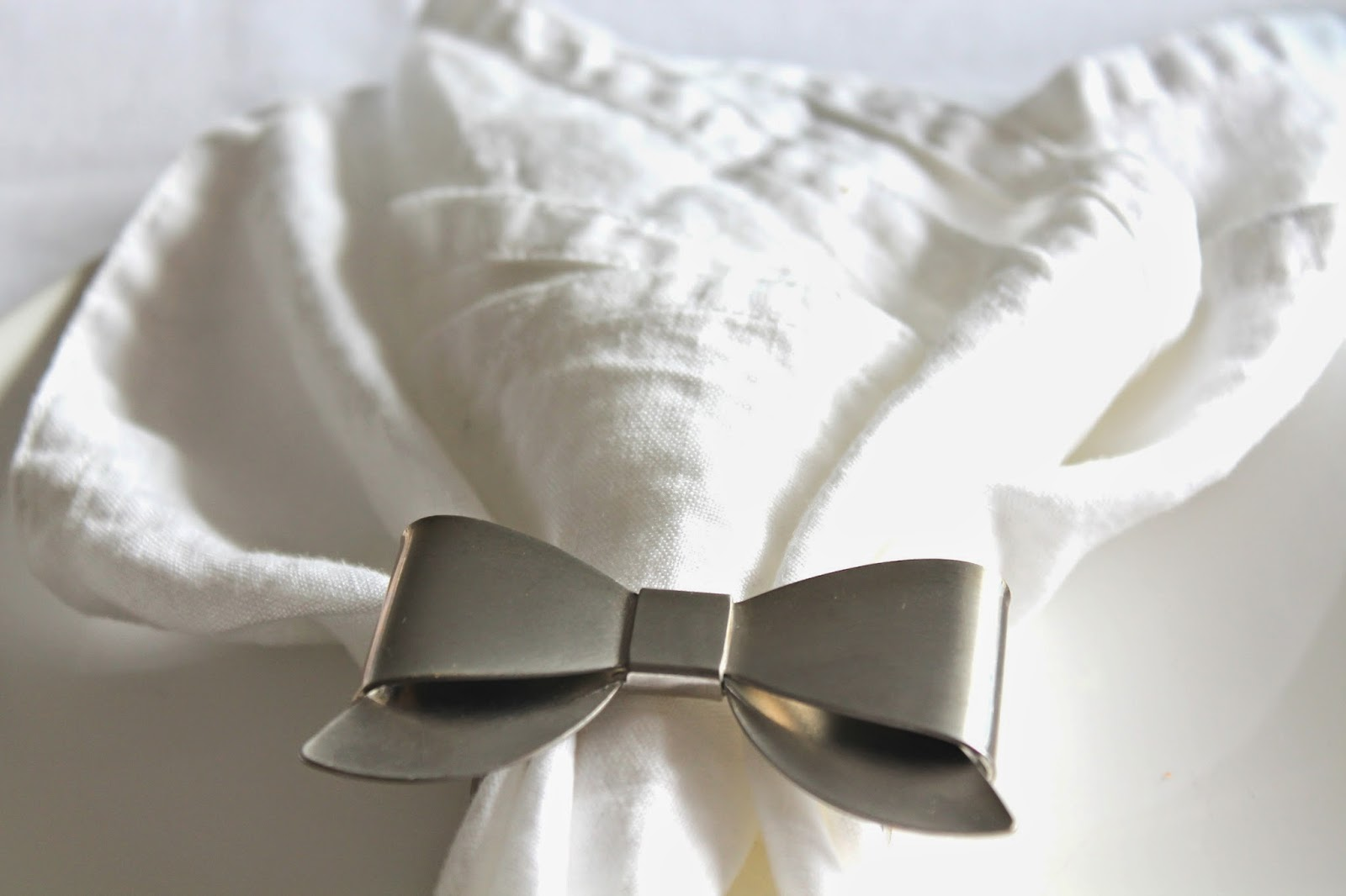 Napkins and a bow napkinrings
