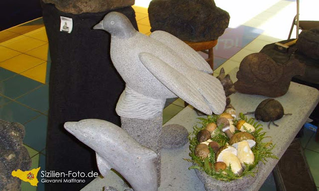 Skulpturen aus Vulkangestein