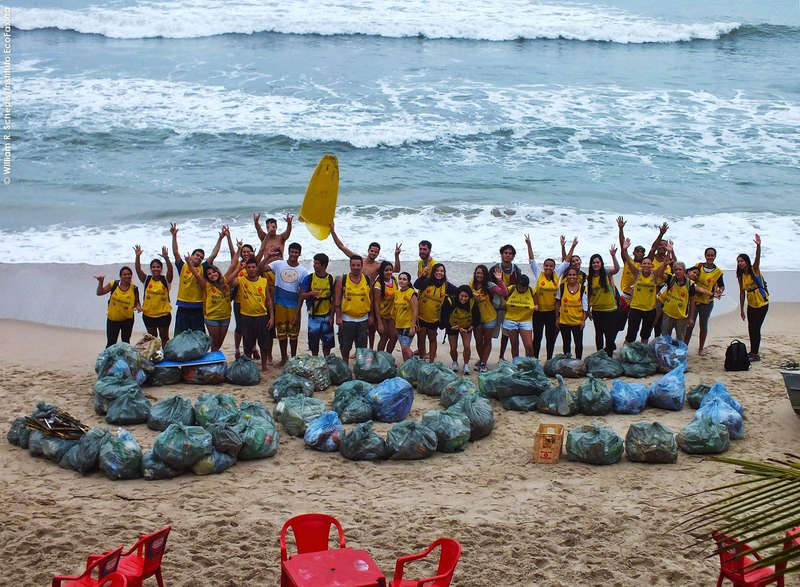 Voluntários enviam um SOS pela vida marina. Animais comem plástico! Foto: William R. Schepis/Instituto EcoFaxina