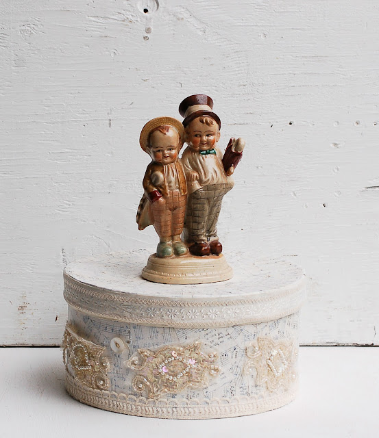 https://www.etsy.com/listing/243112437/vintage-dapper-men-wedding-cake-topper?ref=shop_home_active_3&ga_search_query=cake%2Btopper