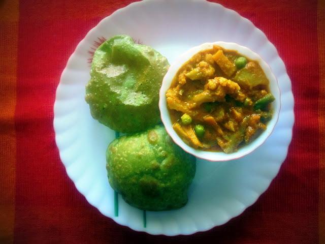 Spinach Puri (Palak Puri)