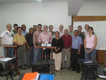 Foto con mis alumnos del Curso Hermeneútica Bíblica - Seminario Bíblico