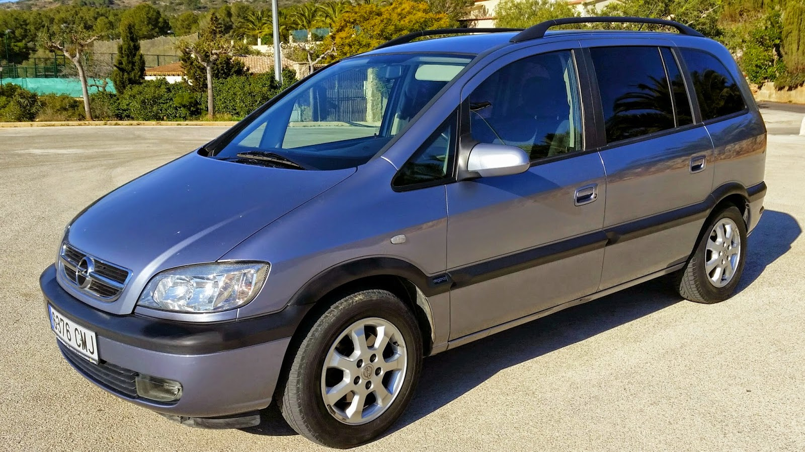 lhd autos now sold opel zafira 7 seater diesel automatic 2002 full service history only. Black Bedroom Furniture Sets. Home Design Ideas