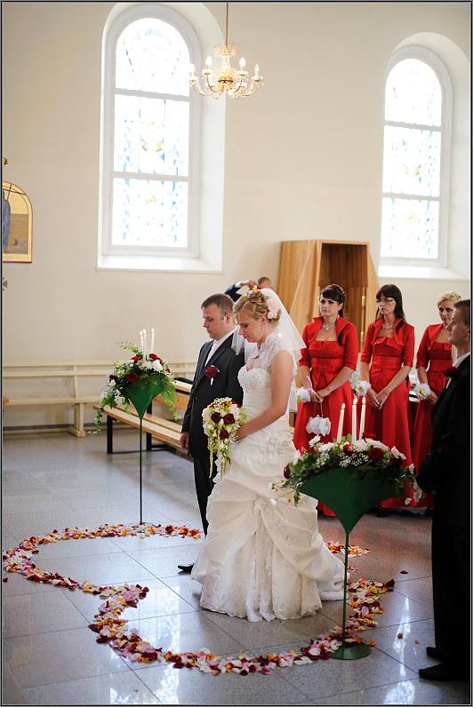 rozių žiedlapių širdelė vestuvėms