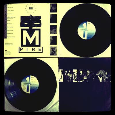Queensrÿche – Empire (1990 – EMI USA) Contraportada, Encarte con fotos y letras, y discos