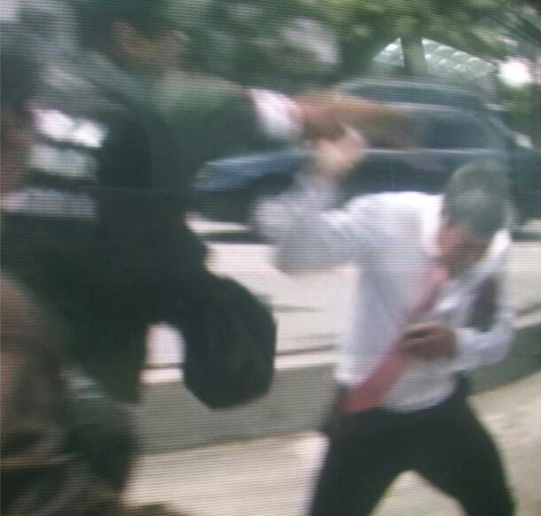 http://2.bp.blogspot.com/-rjQ0Kb_bSpc/UR45PVMfG0I/AAAAAAAAAtw/6Enu1QpNXlw/s1600/venezuelaprotest.jpg