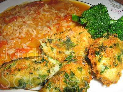 Bolos de Bacalhau com Arroz de Tomate