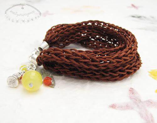 Bransoletki wyplecione z nylonowego połyskliwego sznurka 10