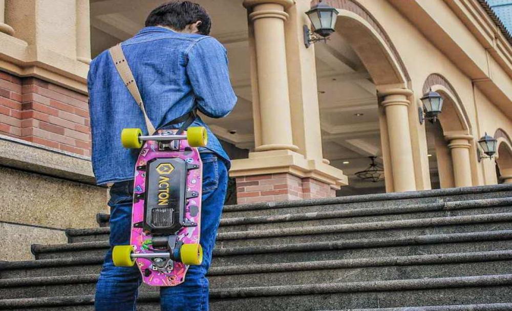 Ini Dia Skateboard yang Dapat Terhubung ke iPhone Sebagai Remot