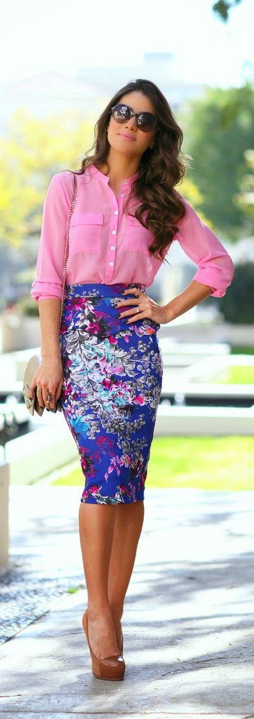 Printed Pencil Skirt with Pink Top and Nude Pumps | Street Chic Outfits