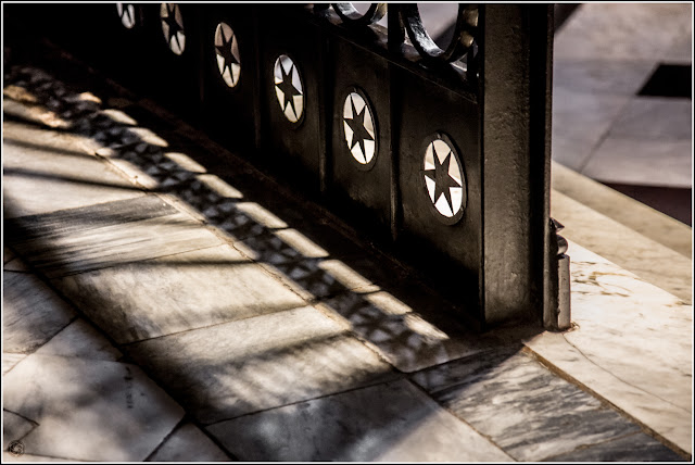 Montserrat: Puerta/Verja de una capilla lateral
