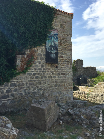 Оригинальные ставни в Старом Баре, Черногория