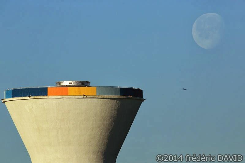couleurs château d'eau ciel Lune avion Sénart Seine-et-Marne