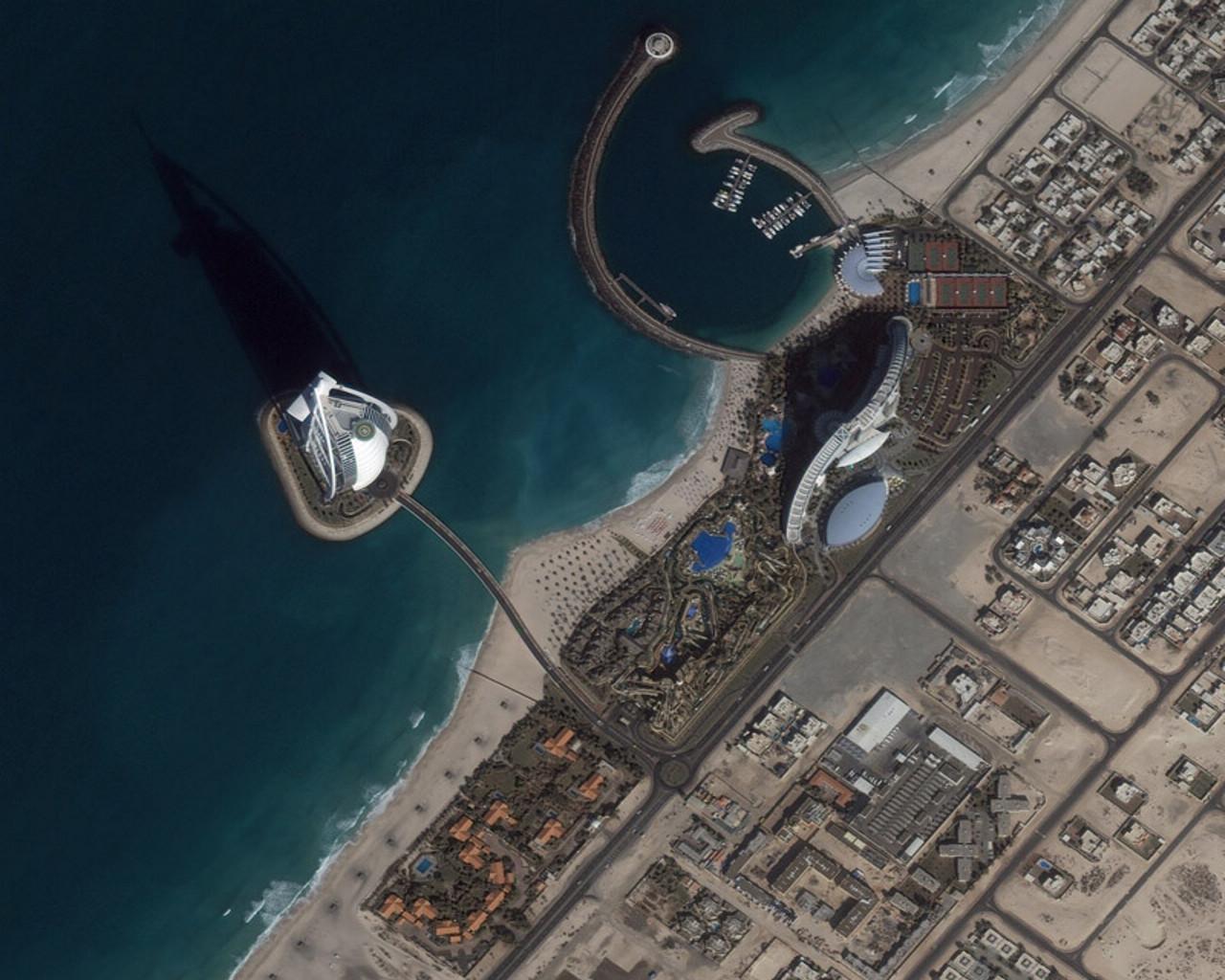 http://2.bp.blogspot.com/-rkWZws8bL4E/TdJN2D5vdTI/AAAAAAAACl8/2mgbhjFa6Ao/s1600/dubai_united_arab_emirates_burj_al_arab_superel_ikonoswall.jpg