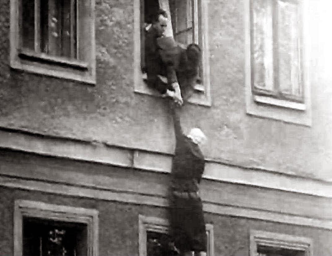 Os berlineses tentaram todas as formas de fuga da horrível miséria socialista
