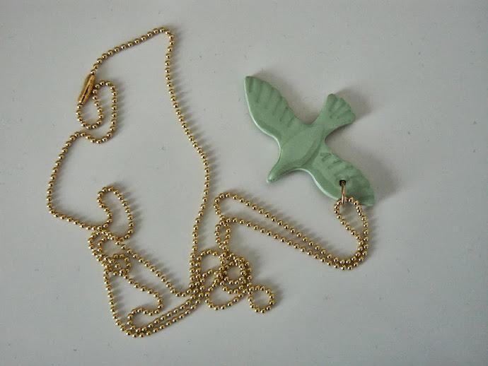Grøn Fugl, Halskæde: 4,5 x 3,8 cm.