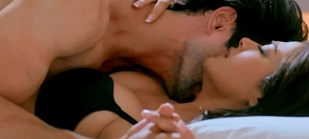 Surveen Chawla Hot Sexy Scene from Hate story 2