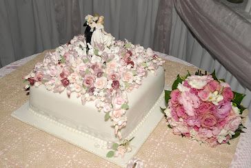 Beautiful wedding cake and bride's bouquet