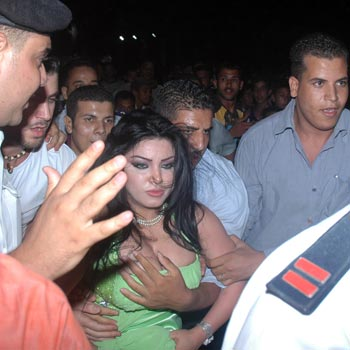 فضيحة الفنانة مروى http://fr3onpop.blogspot.com/2012/08/blog-post_2242.html