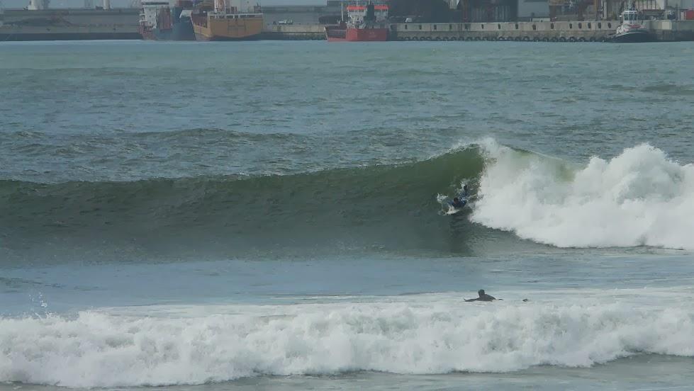 surf en el puerto viejo algorta jefris 04