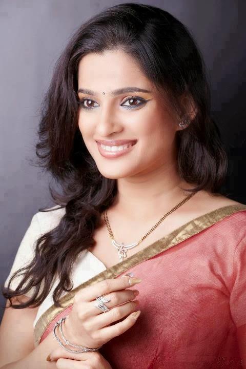 priya bapat images2