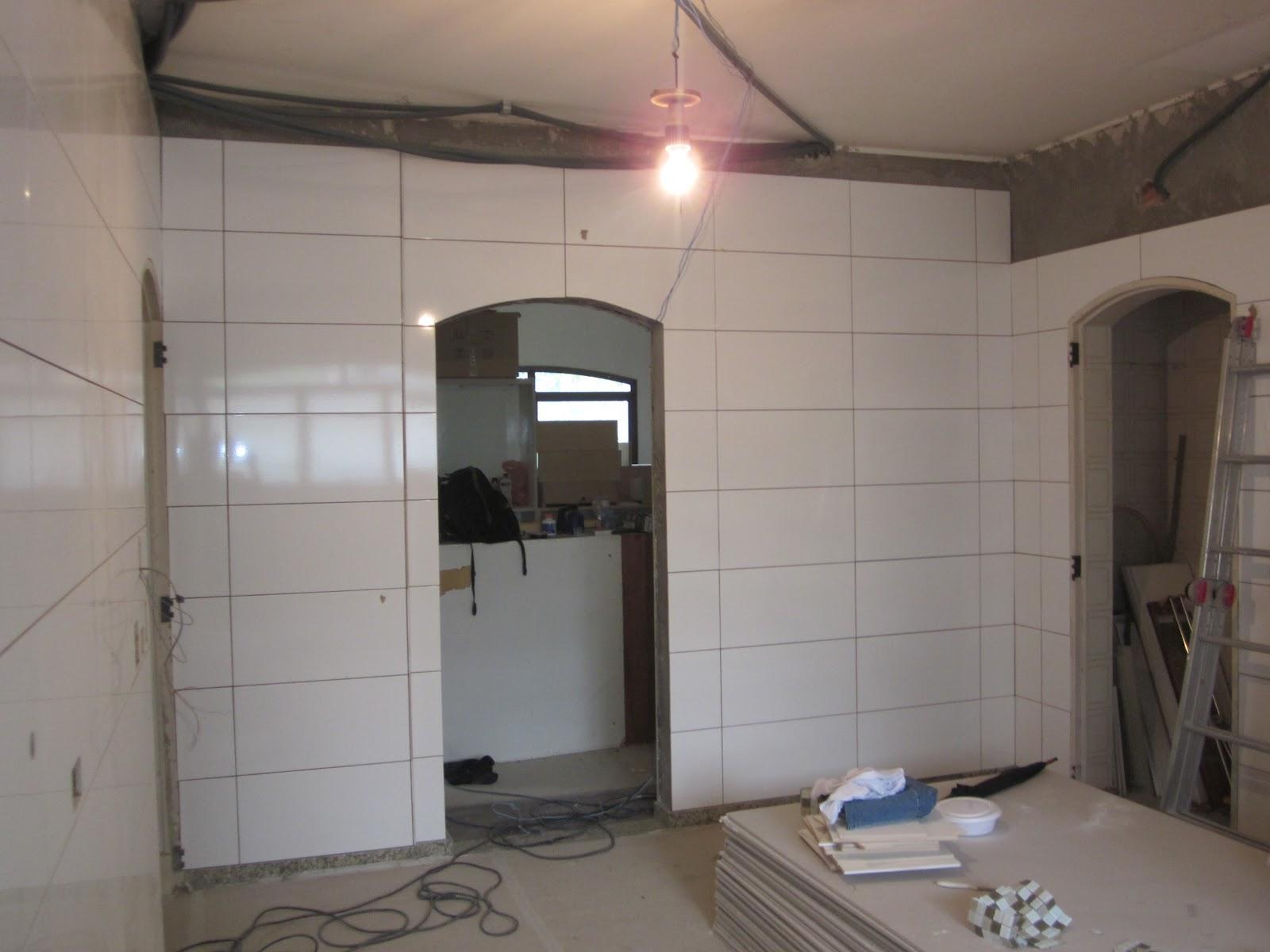 JTS CONSTRUÇÃO CIVIL LTDA: Perfeição no Acabamento (Revestimento  #7B6250 1600x1200 Banheiro Com Pastilha Em Uma Parede