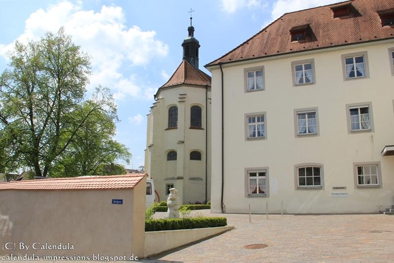 http://calendula-impressions.blogspot.de/2013/05/bodensee-im-mai-teil-4-uberlingen.html