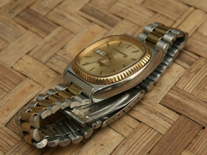 jam tangan mido on Case masih untouched alias belum pernah dipoles, ada bekas pemakaian ...