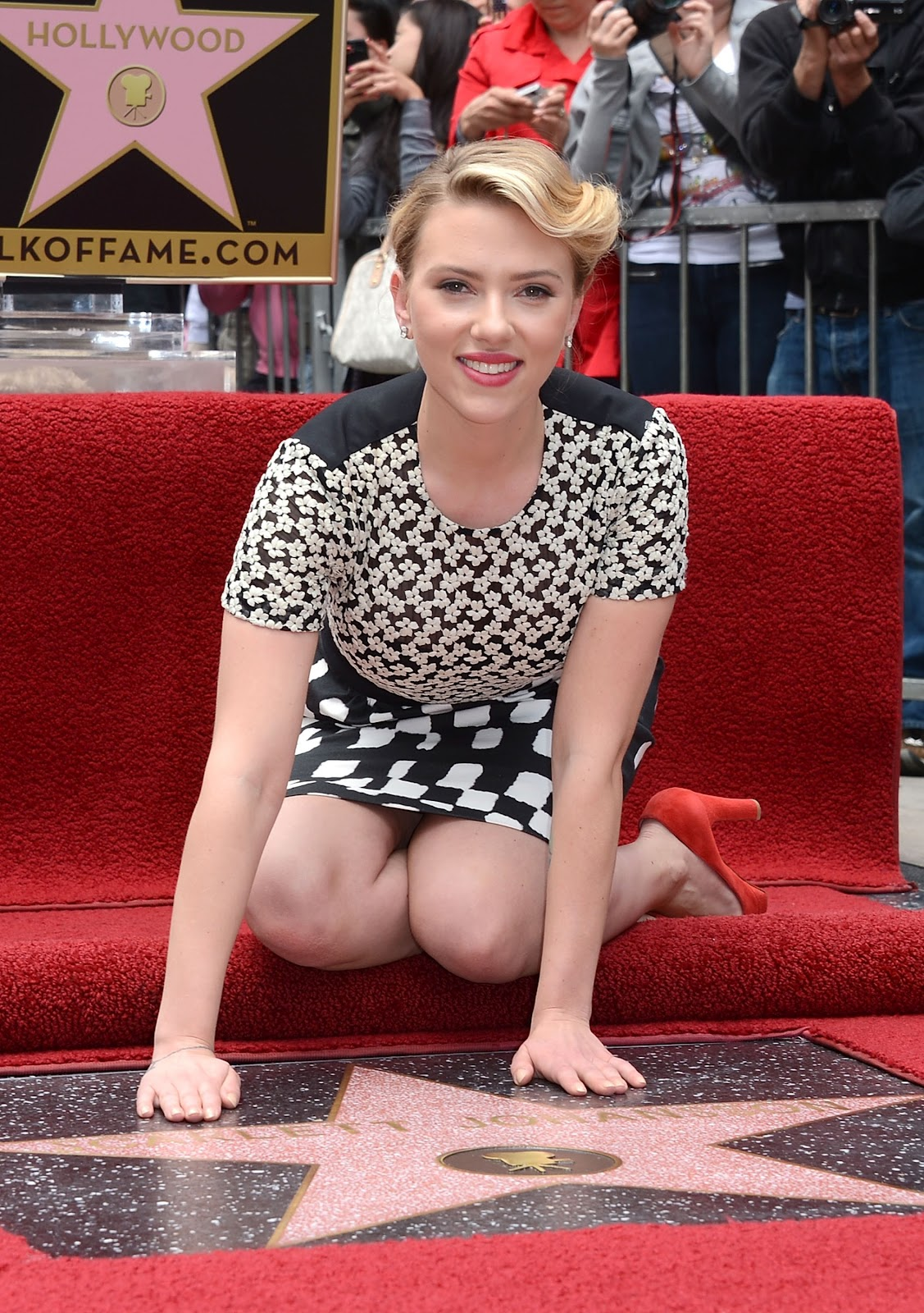 Scarlette johansen upskirt