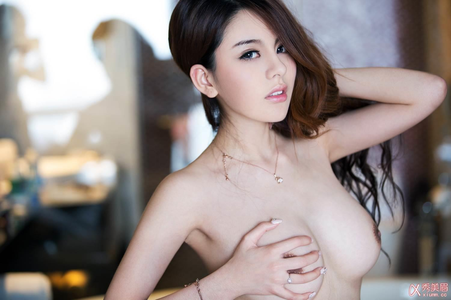 STUNNING chinese girls nude she definitely deserves