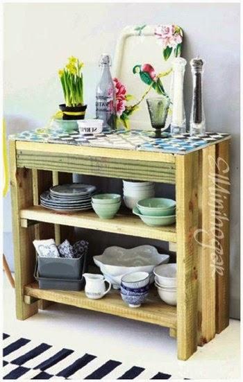 si necesitas una mesa auxiliar para tu cocina y no quieres gastarte mucho dinero tan slo necesitas palets y unos azulejos para construir una a tu gusto