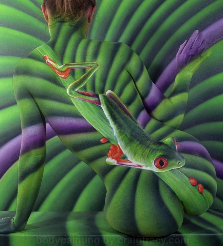 14-Tree Frog-Craig Tracy-Body-Paintings-on-Skin-Canvases-www-designstack-co