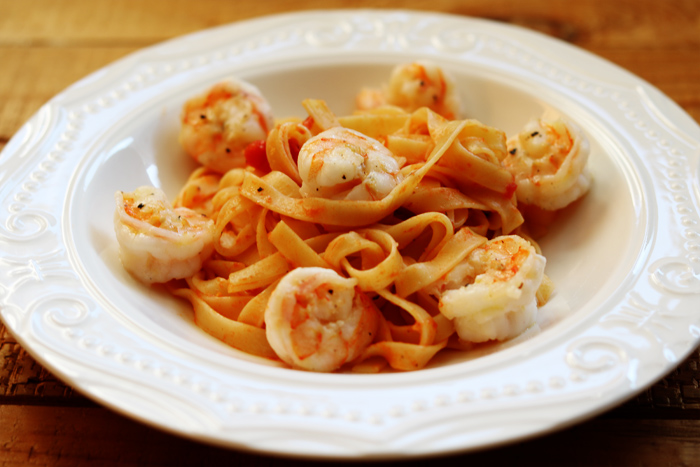 http://www.monikabregula.pl/2015/12/tagliatelle-z-sosem-pomidorowym-i.html