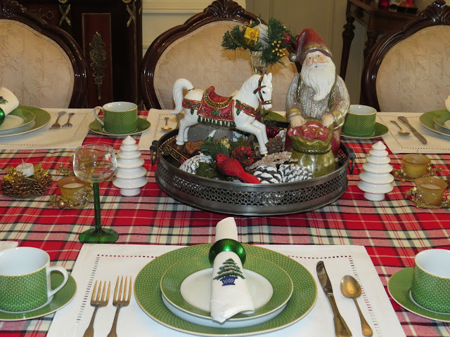 Fabby S Living Whimsy Christmas Table And Cookies
