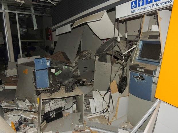 Caixa eletrônico do Banco do Brasil foi explodido em Presidente Tancredo Neves (Foto: Edmarcos Mendes / Blog Amarelinho10)