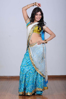 Actress Samantha Latest Hot Navel Stills in Saree