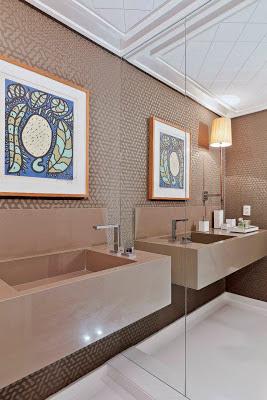 quadros no lavabo