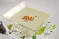 Crema de calabacín con chips de cebolla